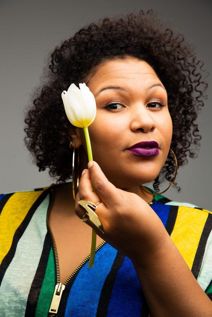 Stella Adjokê remporte la résidence d'écrivaine à la Librairie Racines
